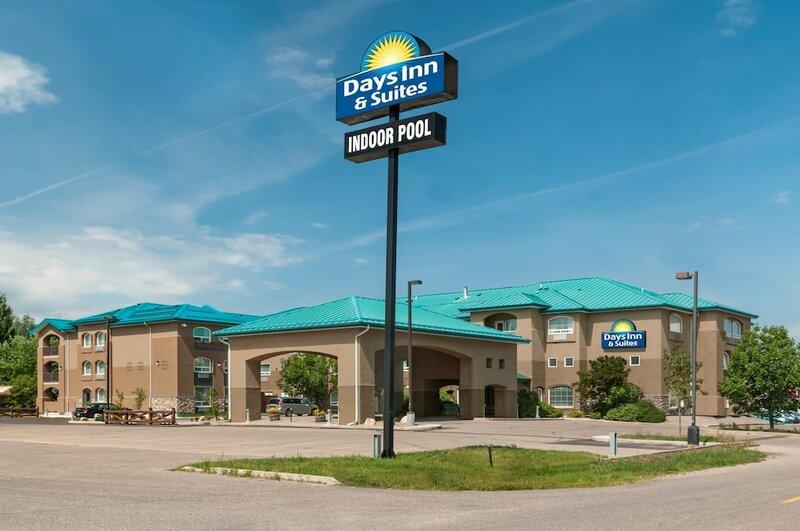 Days Inn & Suites by Wyndham Brandon
