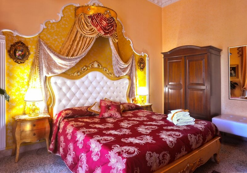 La Dolce Vita Luxury House