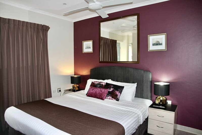 Mariners Court Hotel