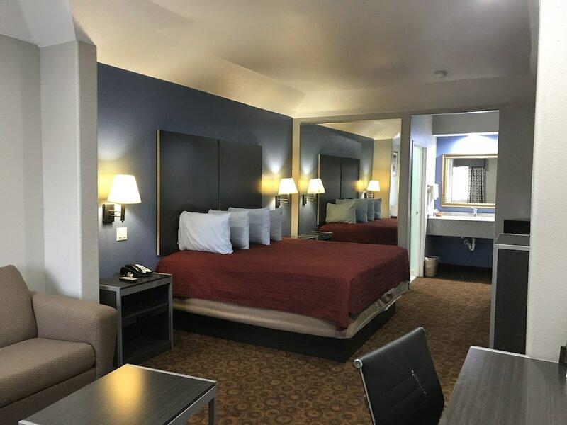 Camelot Inn & Suites Veterans Memorial/NW Houston