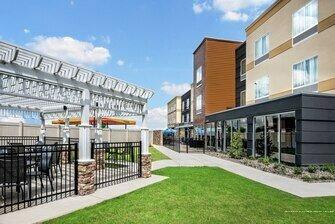 Fairfield Inn & Suites by Marriott Van Canton Area