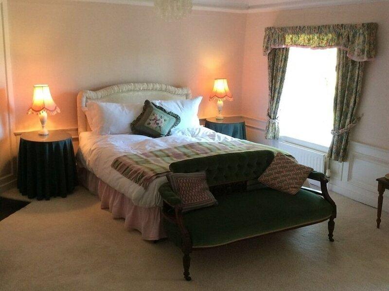 Newburgh House Bed & Breakfast