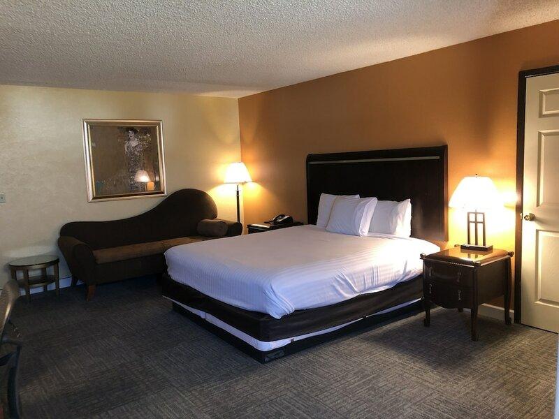 Nendels Inn & Suites