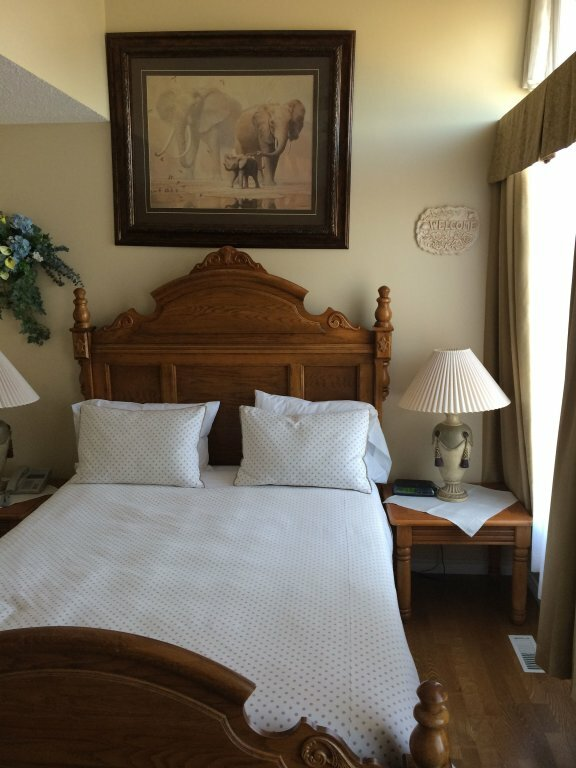Lakeshore Inn Bed & Breakfast