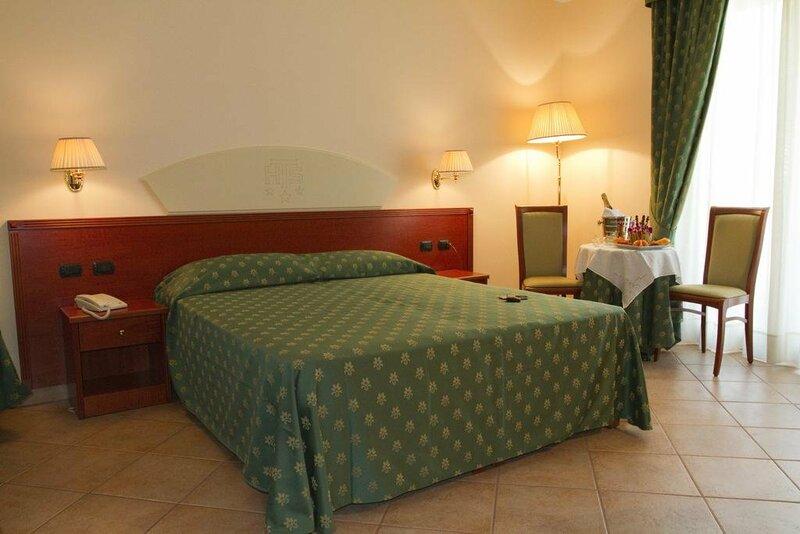 Hotel Tito Serranò