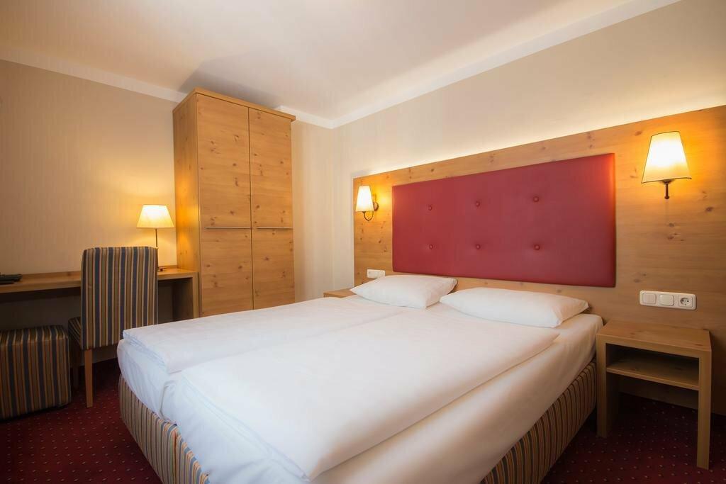 ложных моховиков отели мюнхена с фото деревянные