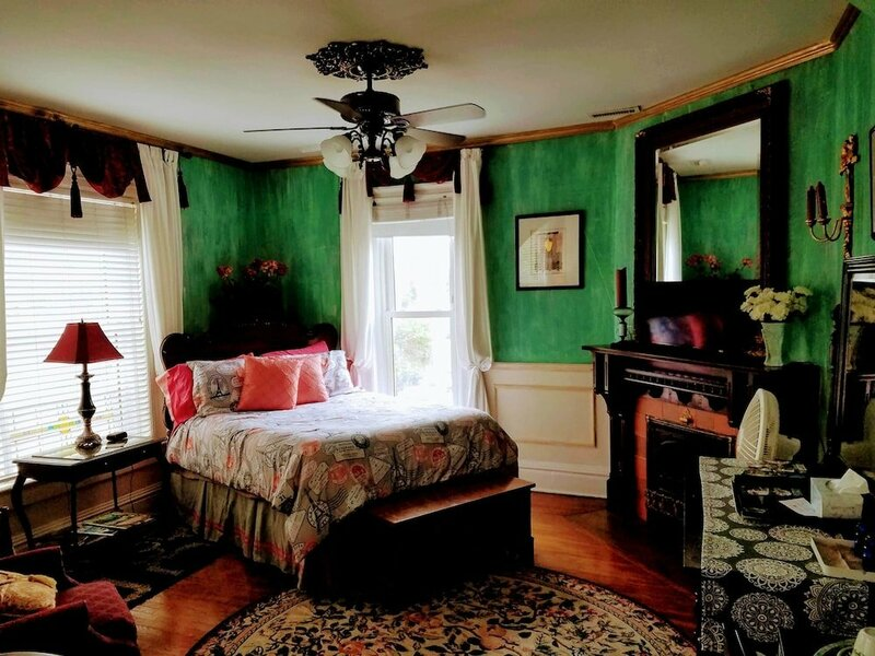 1812 Overture Bed and Breakfast
