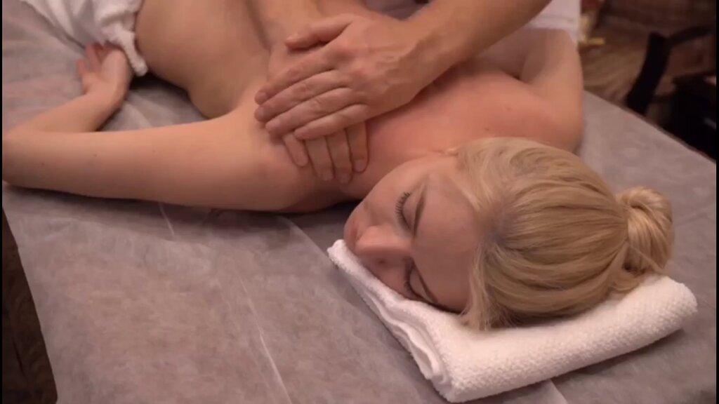 Секс видео массажный салоне блондинка 4