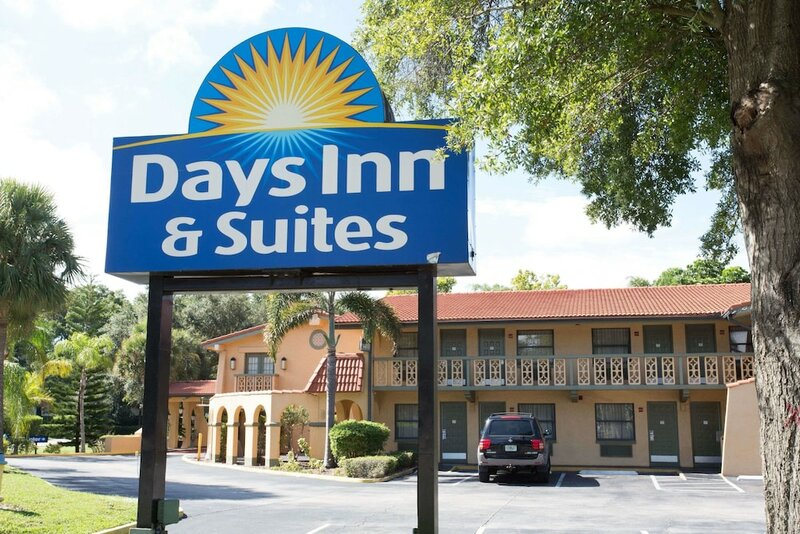 Days Inn & Suites by Wyndham Altamonte Springs