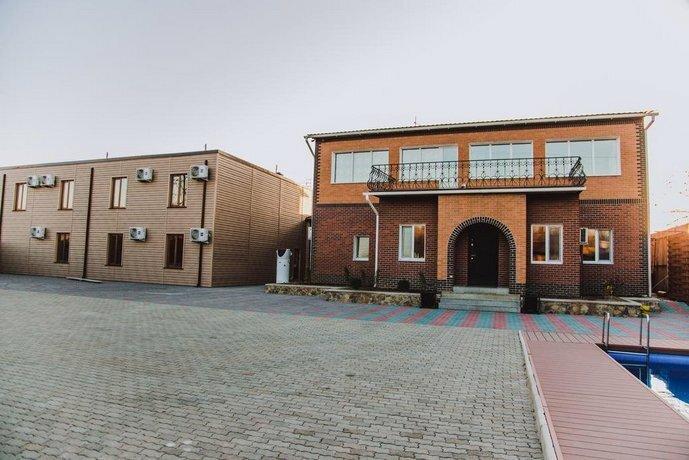 Гостиница на дому у Александры