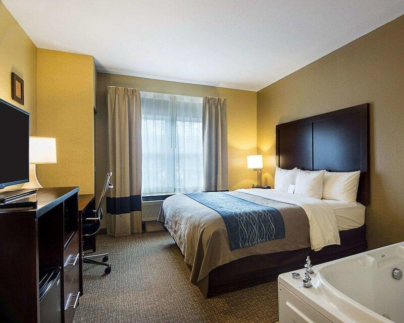 Comfort Inn & Suites Grafton-Cedarburg