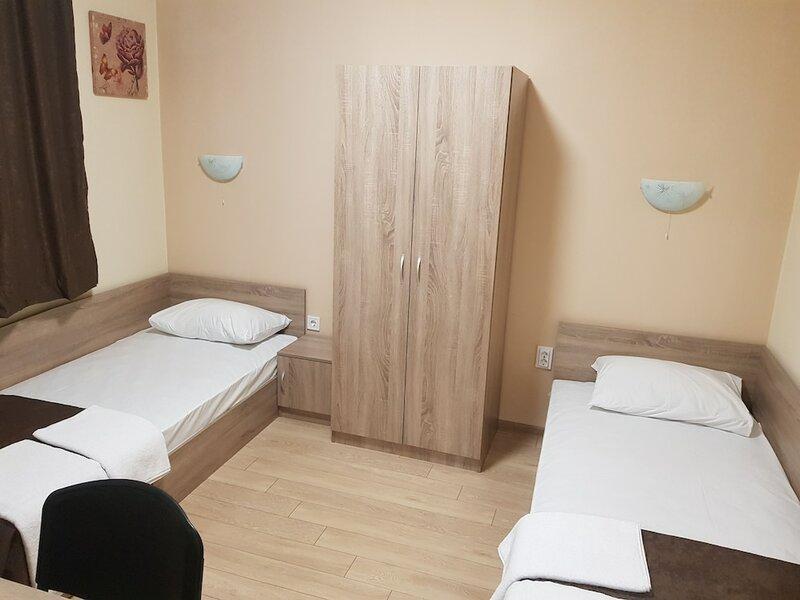 Twain Apart&Rooms