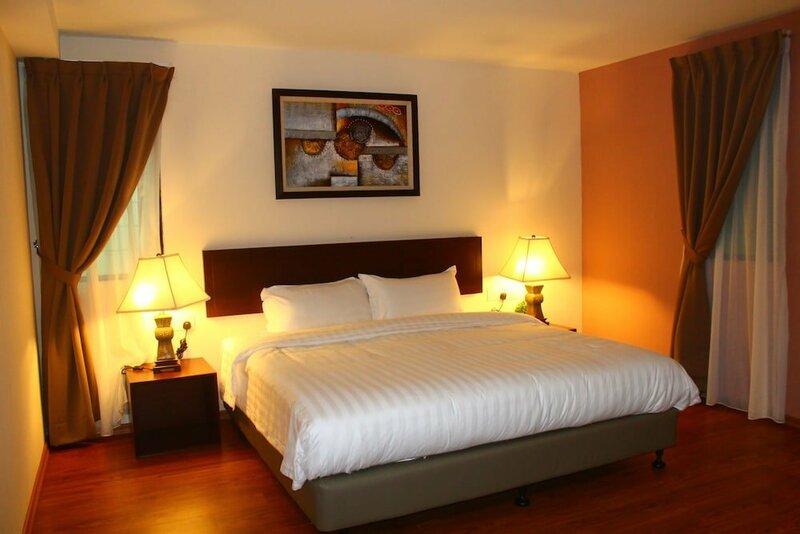 906 Riverside Hotel