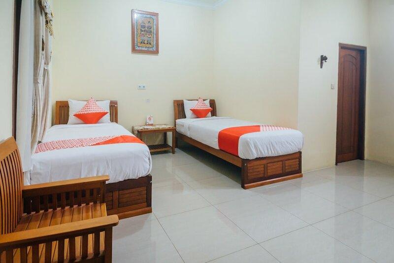 Oyo 1300 Crecia Residence