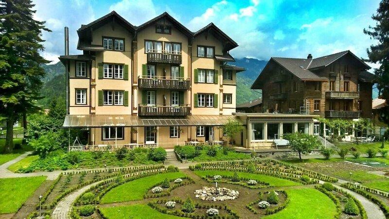 Alpenrose Hotel & Gardens