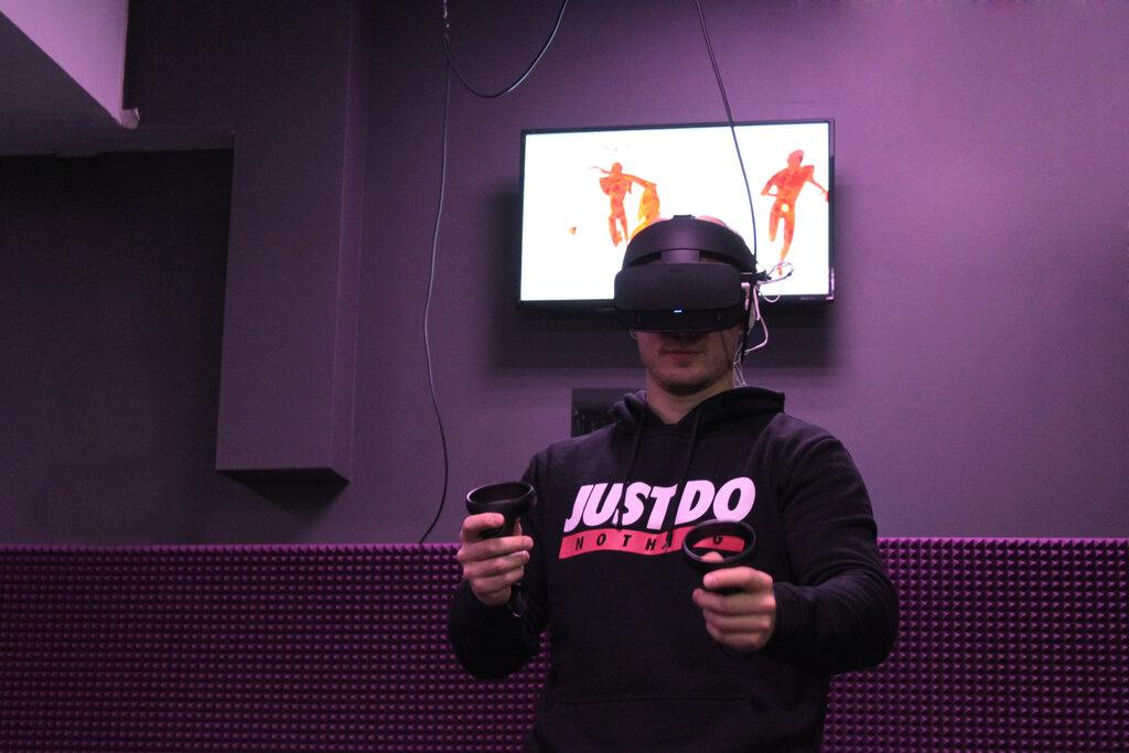Виртуальная реальность у этого парня зашкаливает
