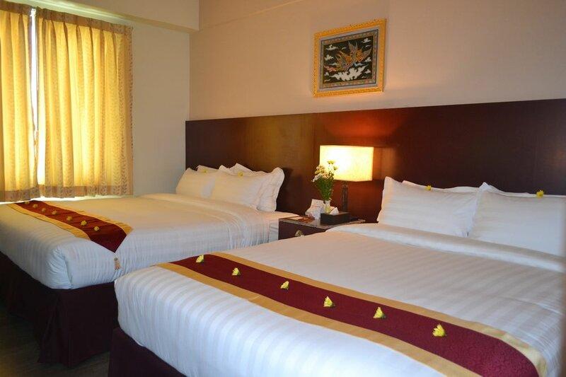 Отель Broadway Yangon