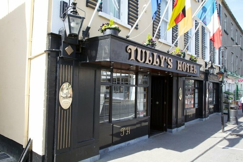 Tully's Hotel