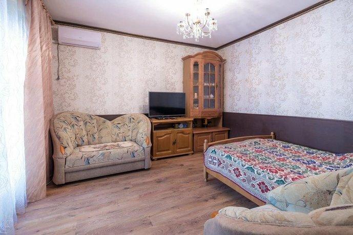 Guest House on Kolhoznaya 74
