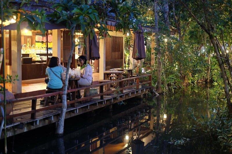 Vayla Samran 2 Amphawa Floating Market