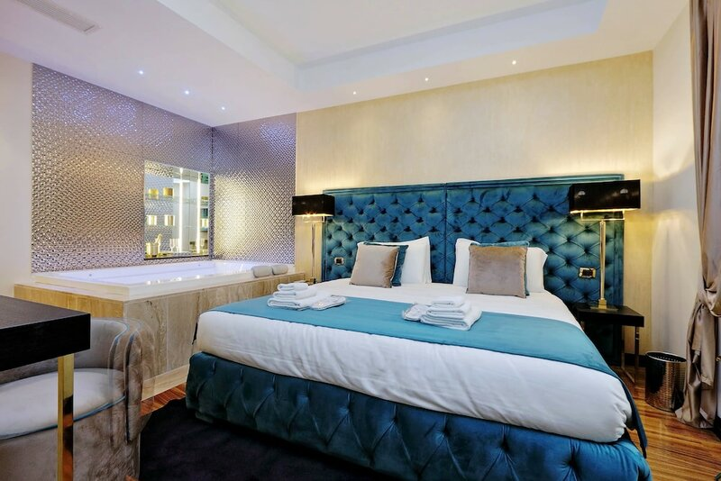 Spanish Hills Luxury Suites & Jacuzzi