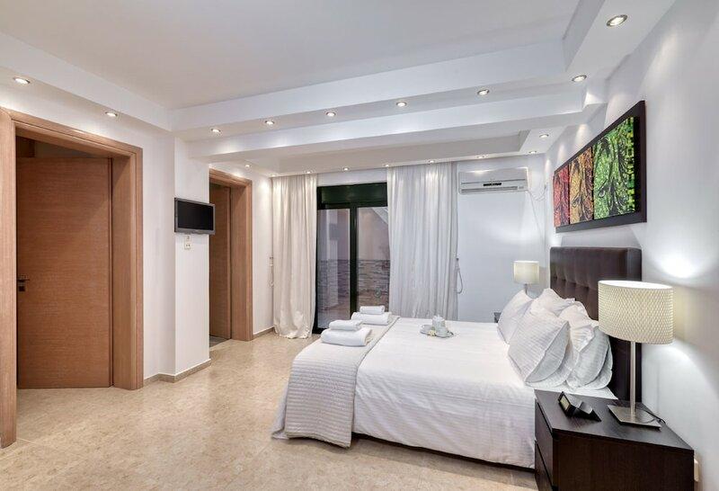 Luxurious Villa Solaris Next To The Beach