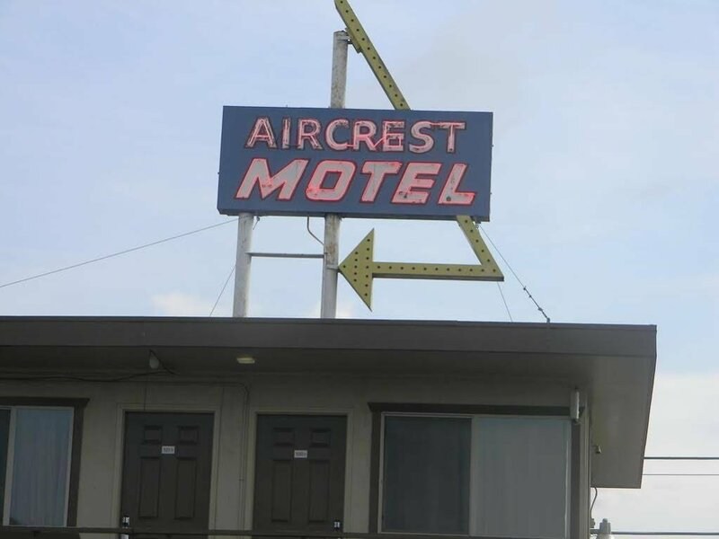 Aircrest Motel