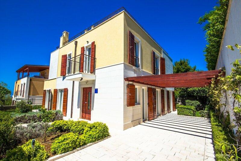 Villa Yellow