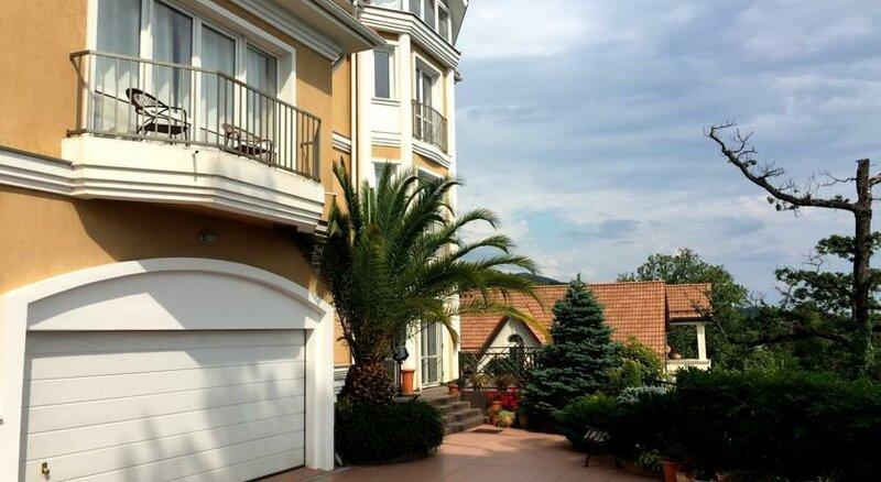 Вилла с апартаментами на Курортном проспекте