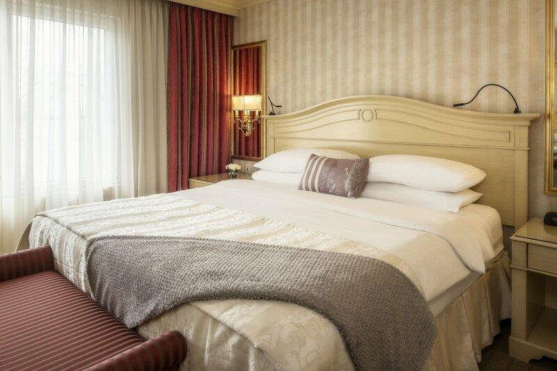 Chateau Vaudreuil Hotel & Suites