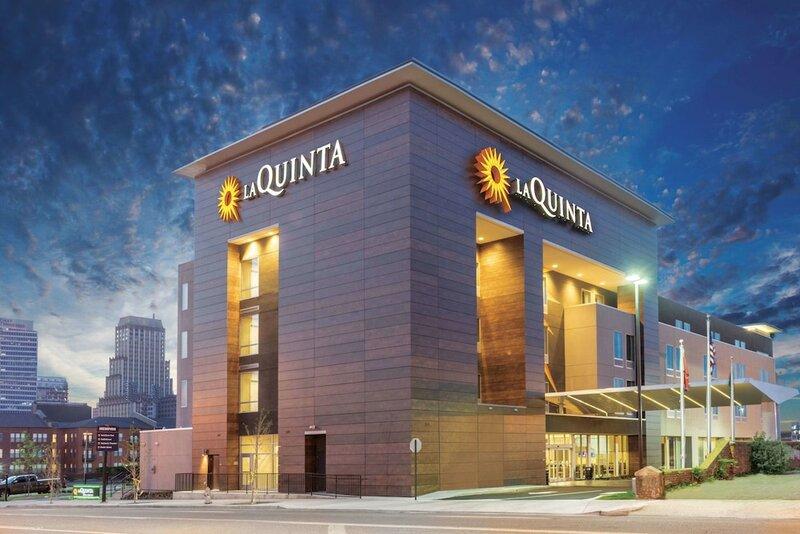 La Quinta Inn & Suites by Wyndham Memphis Downtown