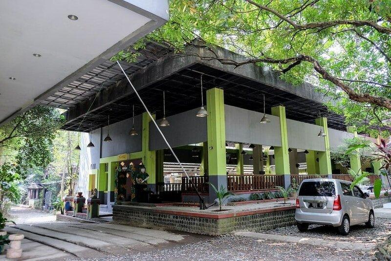 RedDoorz Plus near Jalan Baru Bogor