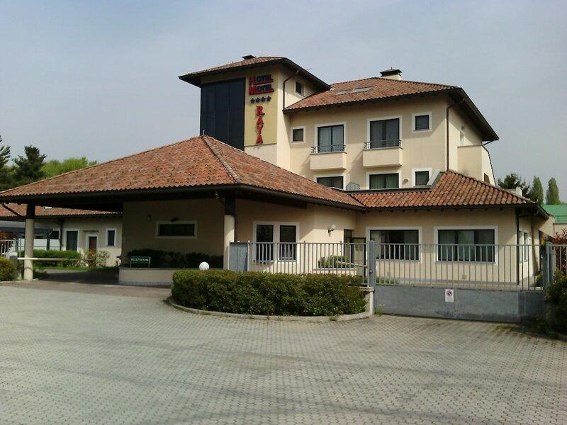 Raya Motel