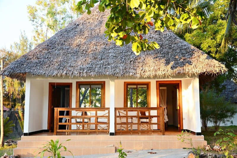 Отель Aya Beach Bungalows