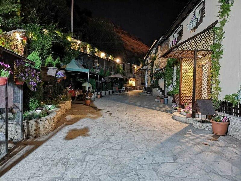 Art Garden Hostel And Tours