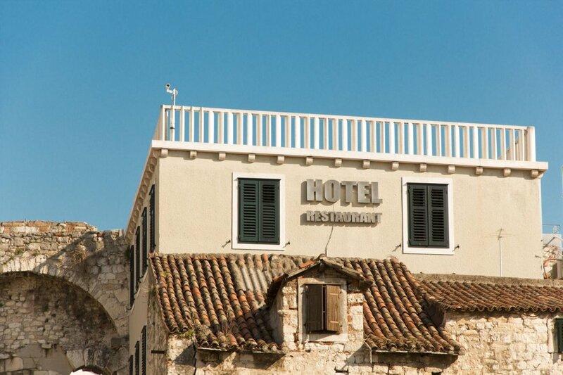 Гостиница Peristil