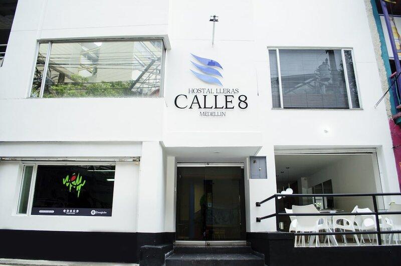 Hostal Lleras Calle 8
