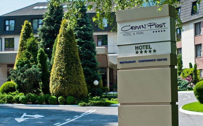 Отель Crown Piast