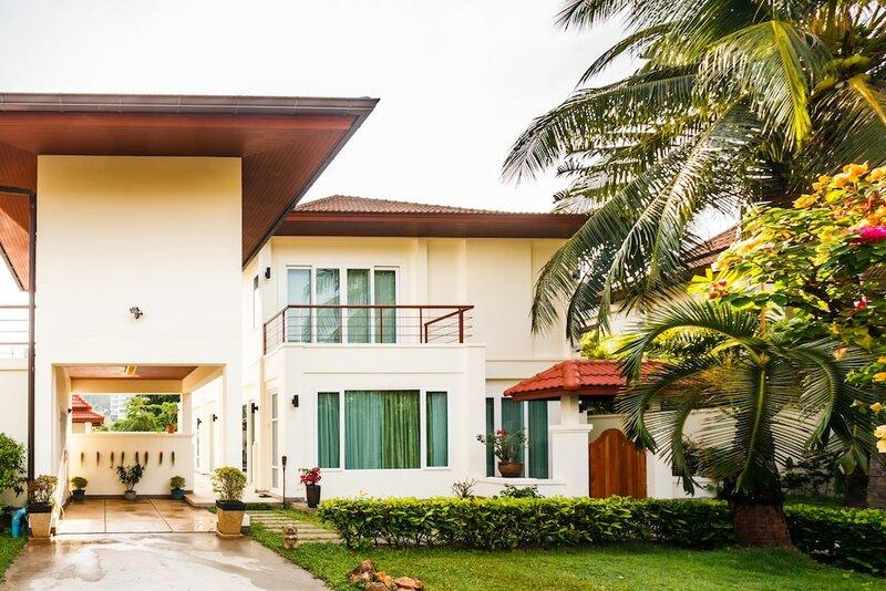 Baan Kaja Villa by Lofty