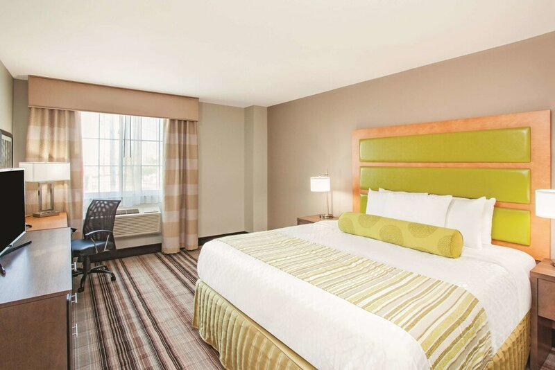 La Quinta Inn & Suites by Wyndham Far Rockaway