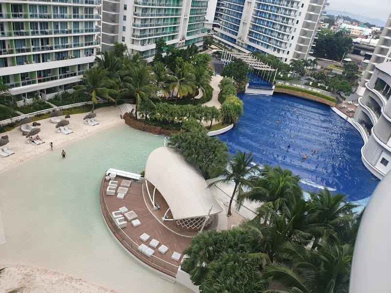 Family Condo by Ia @ Azure Urban Resort Residences