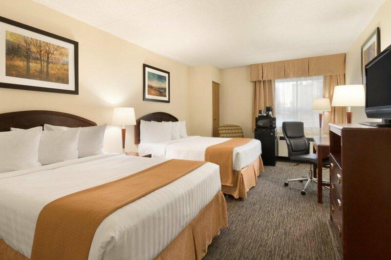 Red Roof Inn Plus+ & Suites Calgary - Airport