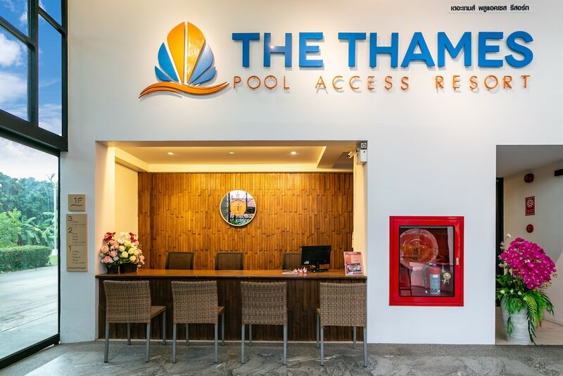 The Thames Pool Access Resort