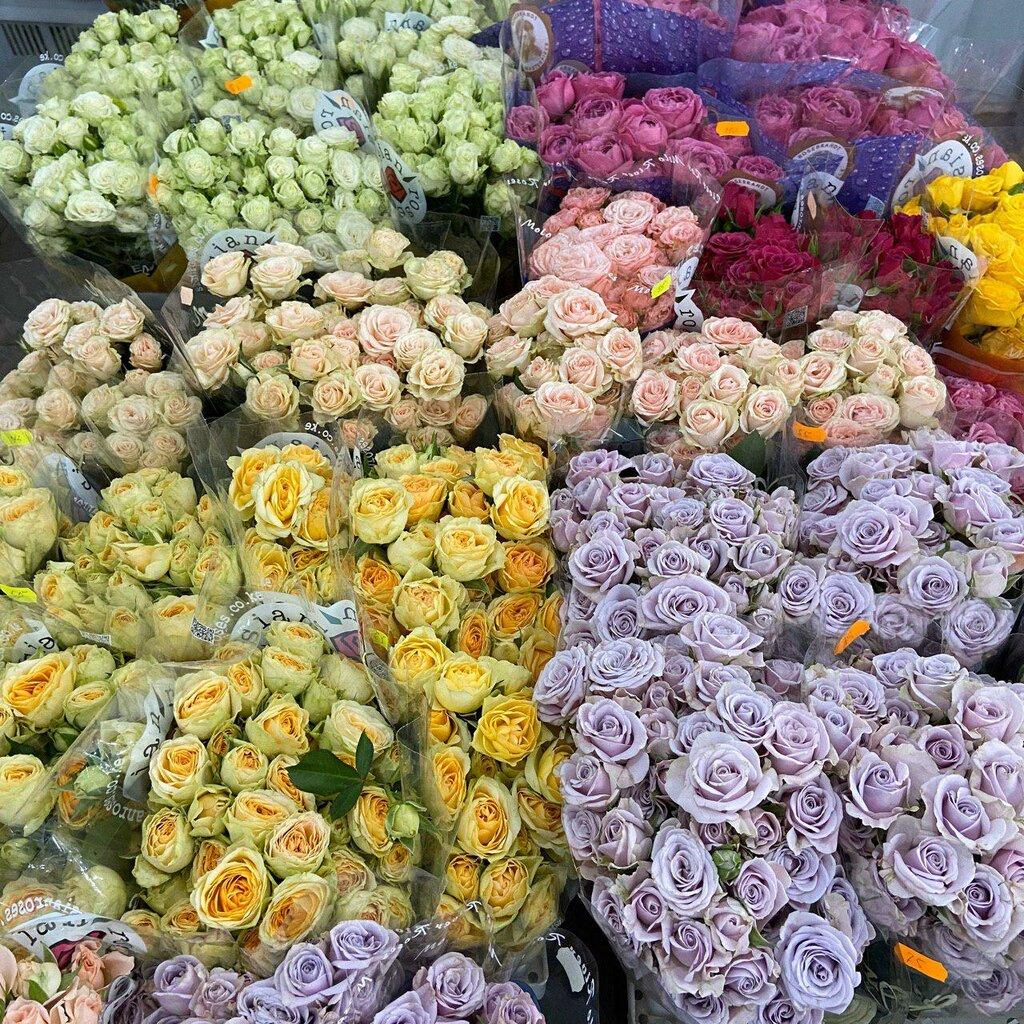 Лилии в цветочной композиции фото ракша также