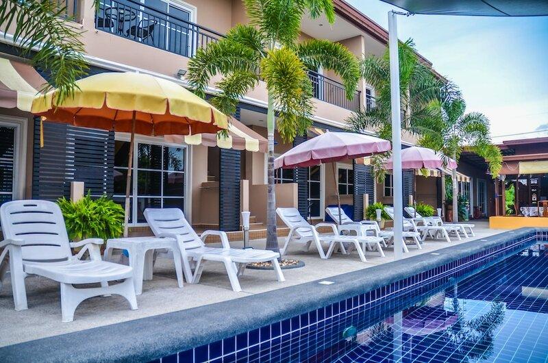 Отель 4 Palms Resort