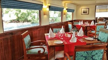 The Oberoi Vrinda, Luxury Kerala Cruiser
