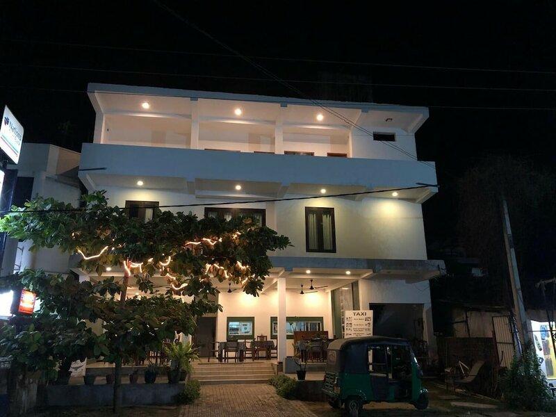 Dasu's Restaurant & Villa