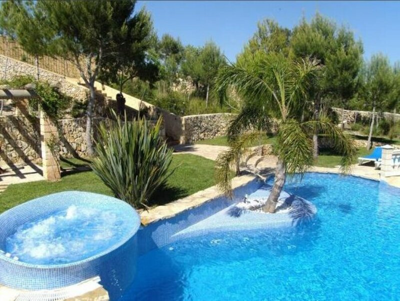 Villa - 6 Bedrooms with Pool and WiFi - 103977