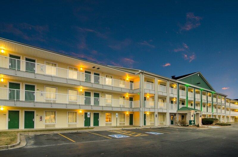 HomeTowne Studios by Red Roof Denver - Glendale/Cherry Creek