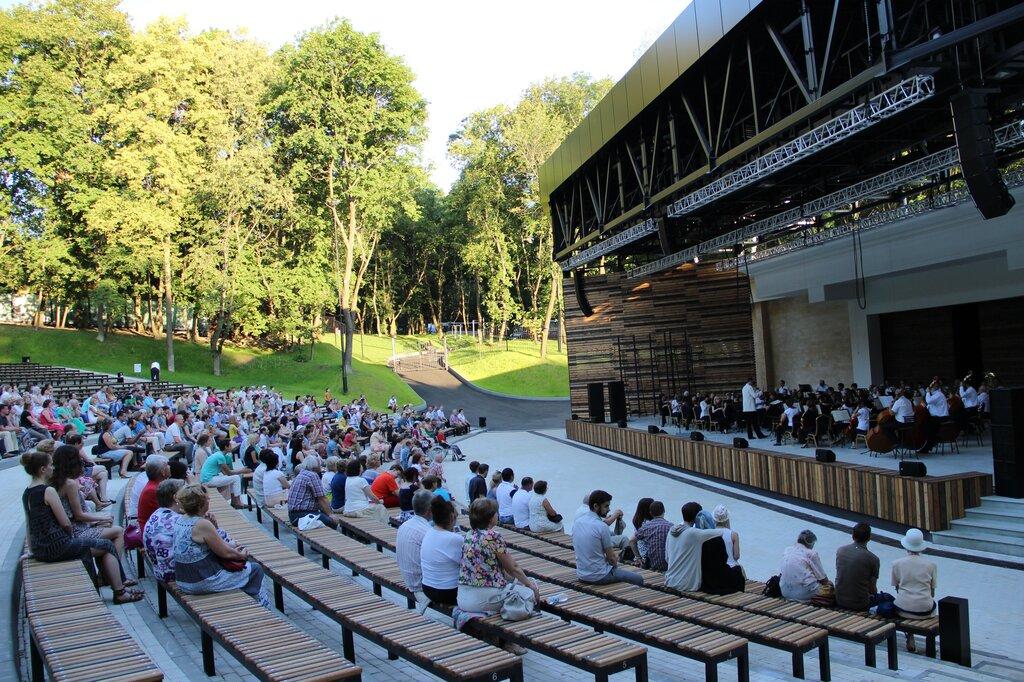 звезд увеличивает зеленый театр в парке горького фото зала техника делает коржи